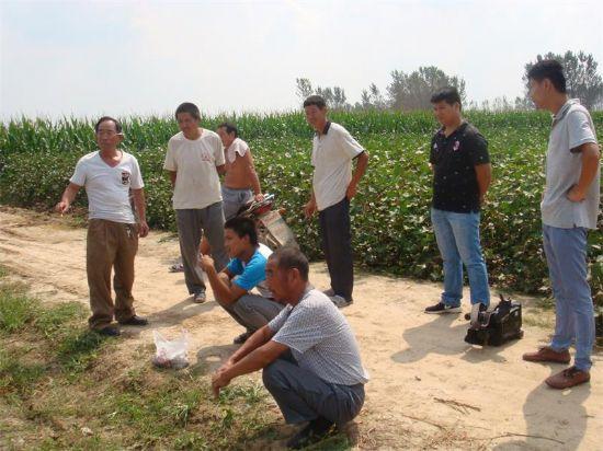 点击查看雷火app可靠吗<br>标题:三农网络农业技师到田间 阅读次数:4103